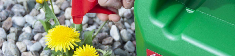Ogräs Effekt från Neudorff är ett ogräsmedel baserat på naturliga fettsyror med pelargonsyra. Det är en så kallad bladherbicid, vilket innebär att de blad som sprayas dör när fotosyntesen slås ut och hela växten så småningom dör. Beroende på vädret ser du effekt inom några timmar – sol och värme gör att bladen snabbare tar upp Ogräs Effekt.www.greenline.eu